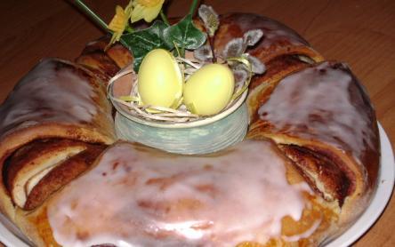 Húsvéti kakaós kalácskoszorú