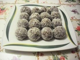 Töltött kókuszgolyó fruktózzal és édesítőszerrel