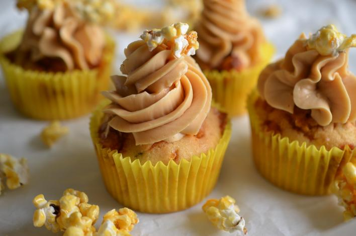 Popcorn muffin karamellkrémmel