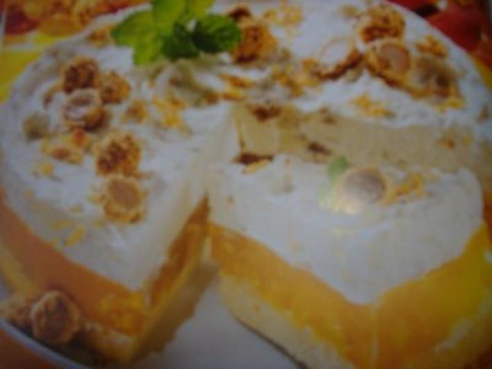 Mogyoródarabokkal borított desszertgolyós őszibaracktorta