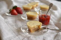 Sajttorta muffin eperszósszal
