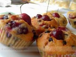 Gyümölcsös felfújt muffinformában