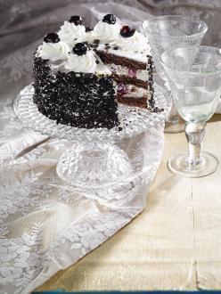 Meggyes-tejszínes vaníliakrém-torta