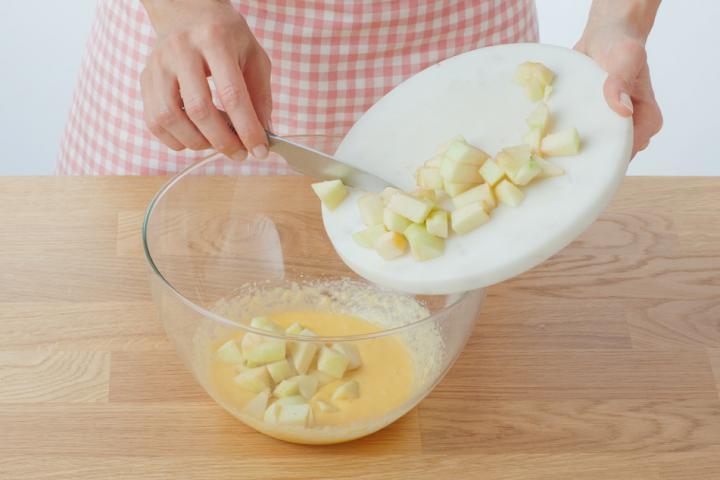 Almás-fahéjas muffin szárított almakarikákkal elkészítés 2. lépés képe