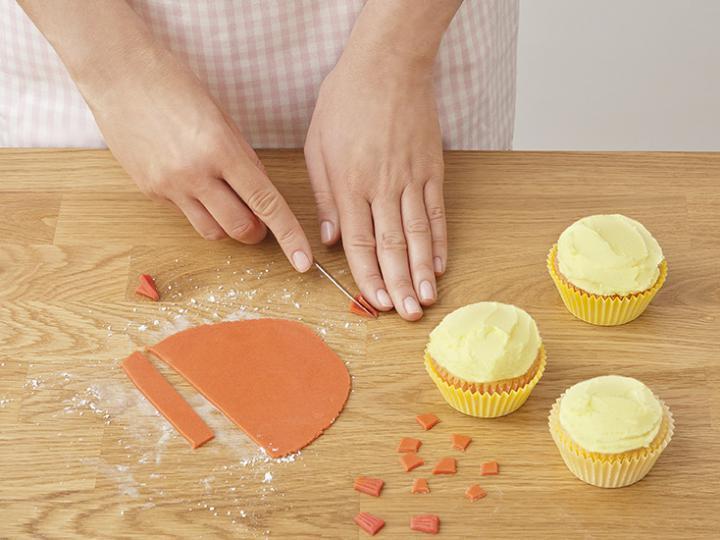 Húsvéti kiscsibe muffin elkészítés 10. lépés képe