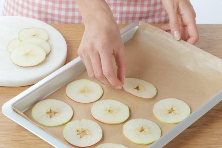 Almás-fahéjas muffin szárított almakarikákkal elkészítés 7. lépés képe