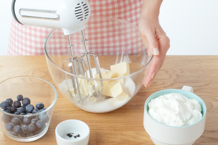 Málnás sajttorta kakaós keksz alappal elkészítés 3. lépés képe