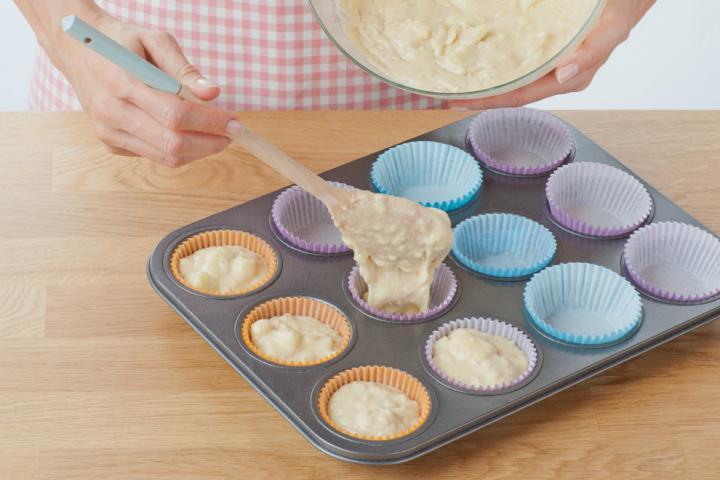 Almás-fahéjas muffin szárított almakarikákkal elkészítés 5. lépés képe