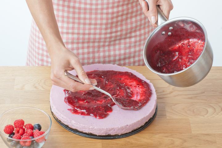 Málnás sajttorta kakaós keksz alappal elkészítés 7. lépés képe